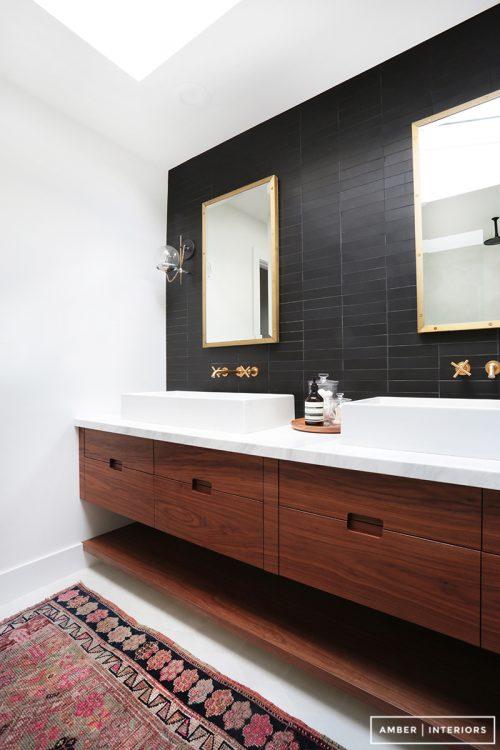 donkere badkamer makeover badkamers voorbeelden