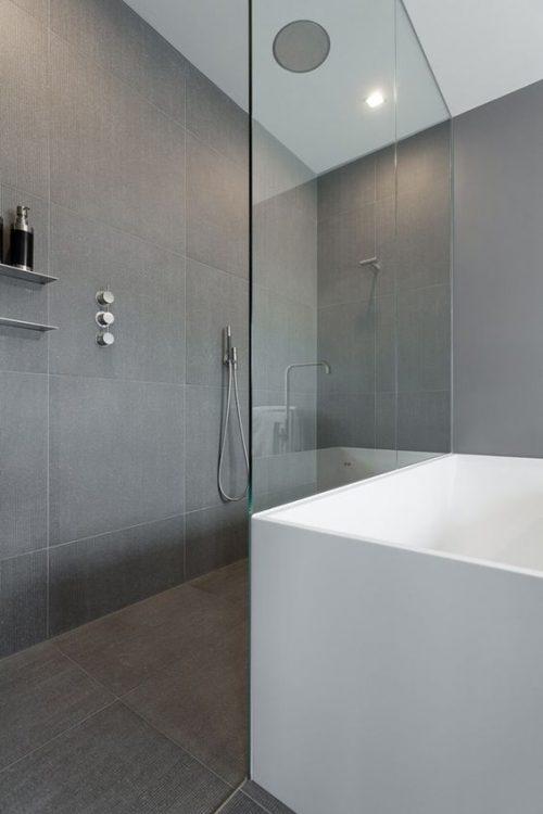 10x mooie douchewanden badkamers voorbeelden for Badkamer design italiaanse douche