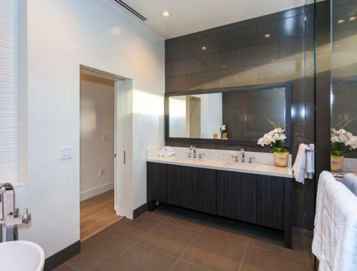 Dubbele douche in moderne badkamer