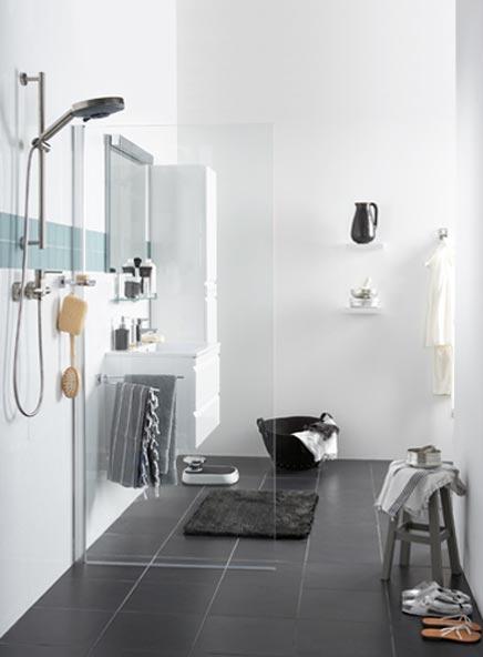 Badkamertegels mozaiek praxis vloertegel badkamer met and tijdschriften on - Badkamer zwarte vloer ...