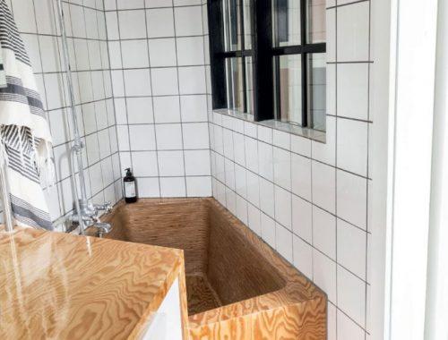 Een Noors stel ging heel creatief om met hun kleine badkamer