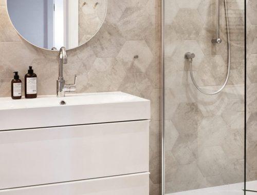 Grijze badkamer met portugese tegels badkamers voorbeelden - Mooie eigentijdse badkamer ...