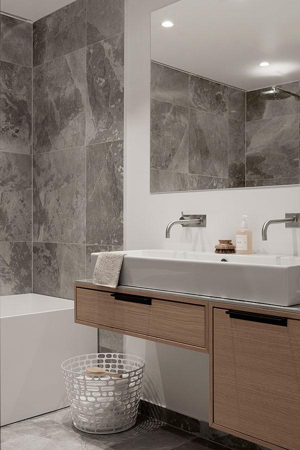 Exclusieve badkamer door Zweedse interieurstylist - Badkamers ...