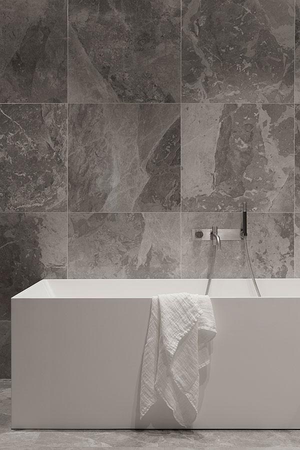 Exclusieve badkamer door Zweedse interieurstylist