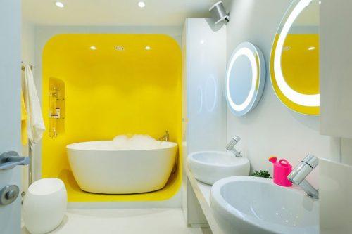 Futuristische witte badkamer met geel - Badkamers voorbeelden