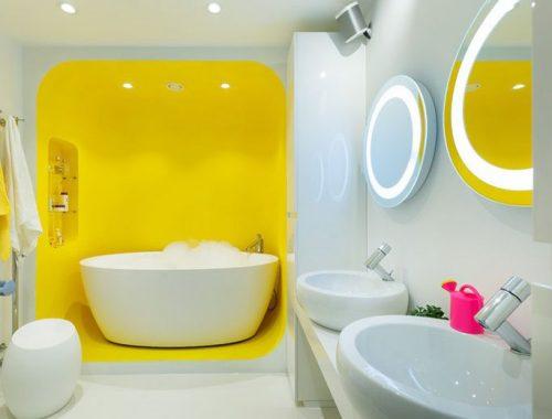 Futuristische witte badkamer met geel