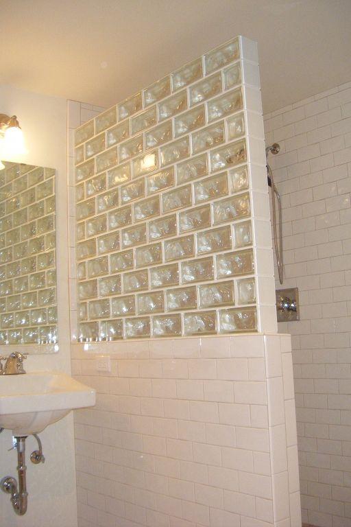 Glazen bouwstenen in de badkamer