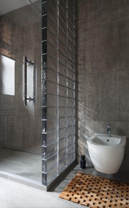 Glazen bouwstenen in de badkamer badkamers voorbeelden - Betegelde rode badkamer ...