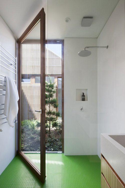 Glazen deur naar tuin