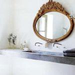 Badkamer met gouden details
