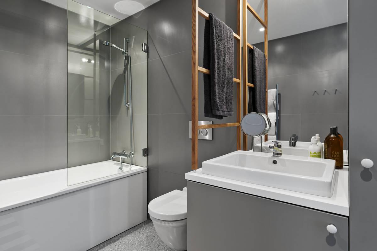 Super Granieten vloer in moderne badkamer - Badkamers voorbeelden BD64