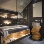 Grijze badkamer met hout