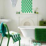 Badkamer met groene accessoires