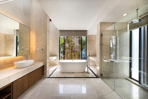 Grote badkamer met luxe uitstraling - Badkamers voorbeelden