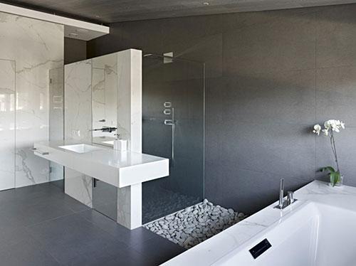 Grote grijze badkamer - Badkamers voorbeelden