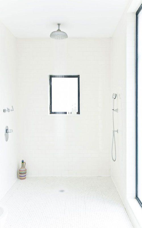 Badkamers voorbeelden » Grote inloopdouche als kleine badkamer