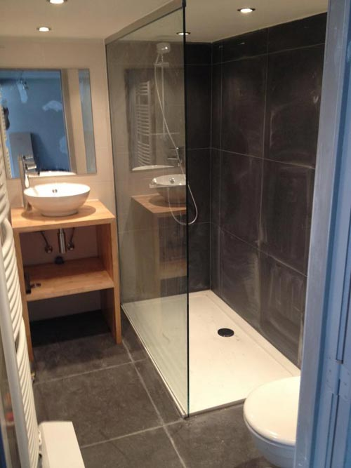 Badkamers voorbeelden » Grote inloopdouche in kleine badkamer