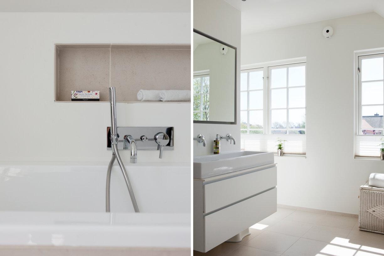 Grote lichte moderne badkamer met neutrale tegels