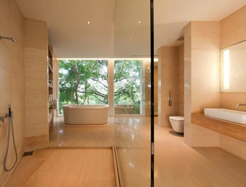 Grote luxe badkamer