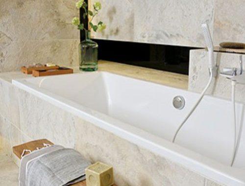 Grote luxe marmeren badkamer