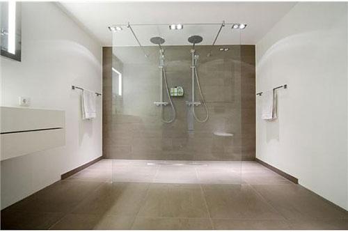 Grote moderne badkamer met dubbele douche badkamers voorbeelden - Moderne douche fotos ...