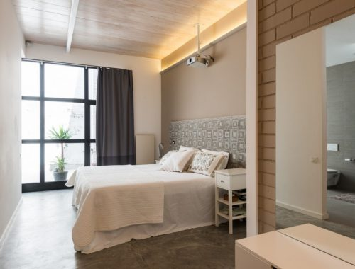 Grote stoere badkamer van loft in Barcelona