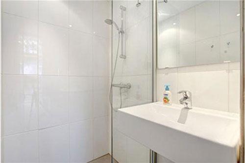 Badkamer Grote Tegels : Badkamers voorbeelden » Grote witte badkamer