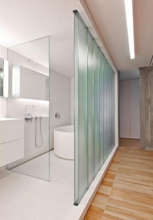 Half open witte badkamer badkamers voorbeelden - Open badkamer ...