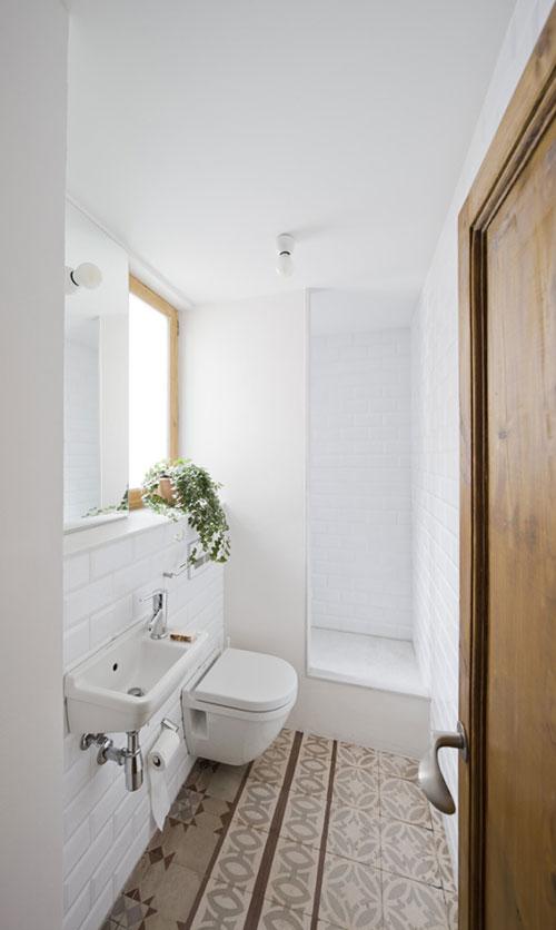 Heerlijk lichte kleine badkamer