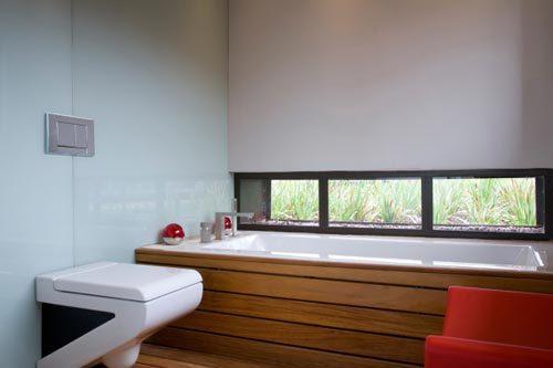Hout en glas in badkamer ontwerp