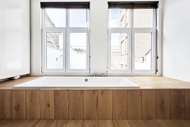 Luxe Badkamers Antwerpen : Hout en staal in de badkamer van een loft in antwerpen badkamers