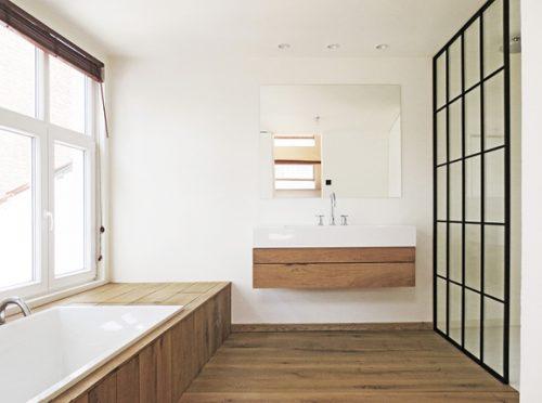 http://www.badkamers-voorbeelden.nl/afbeeldingen/hout-staal-badkamer-loft-antwerpen-500x372.jpg