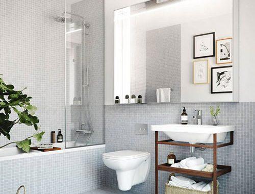 Houten accenten in grijze badkamer