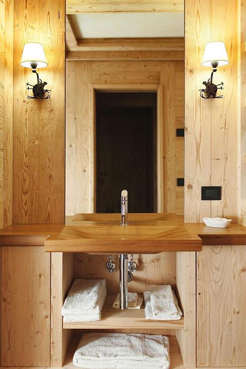 Houten badkamer van Italiaanse alpine resort