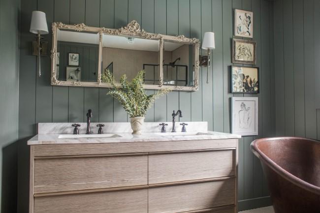 Houten badkamermeubel met marmeren blad