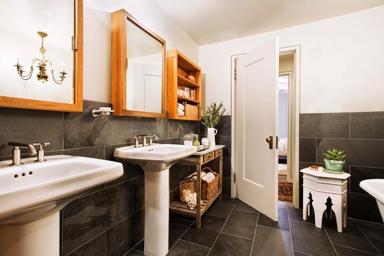 In deze badkamer is er gekozen voor de combinatie van klassiek en modern