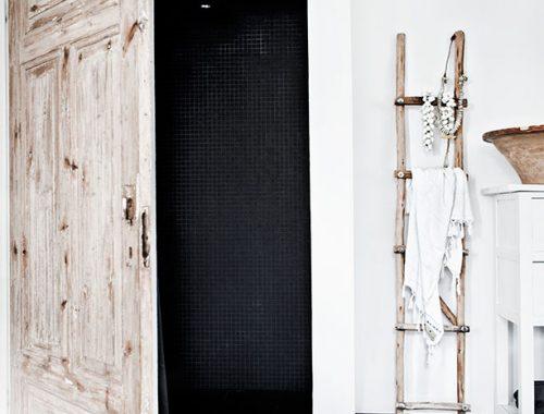 Inloopdouche met houten deur