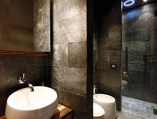 Italiaanse badkamer met luxe uitstraling