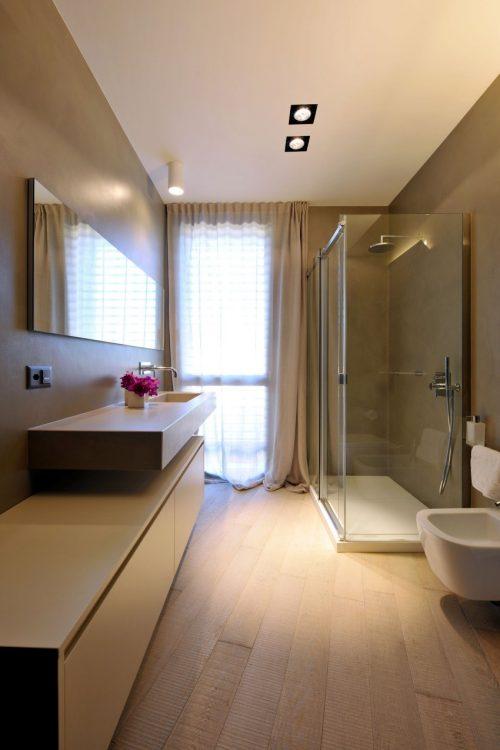 Italiaanse badkamers met schuine muren badkamers voorbeelden - Italiaanse design badkamer ...