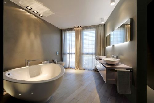 Italiaanse badkamers met schuine muren - Badkamers voorbeelden