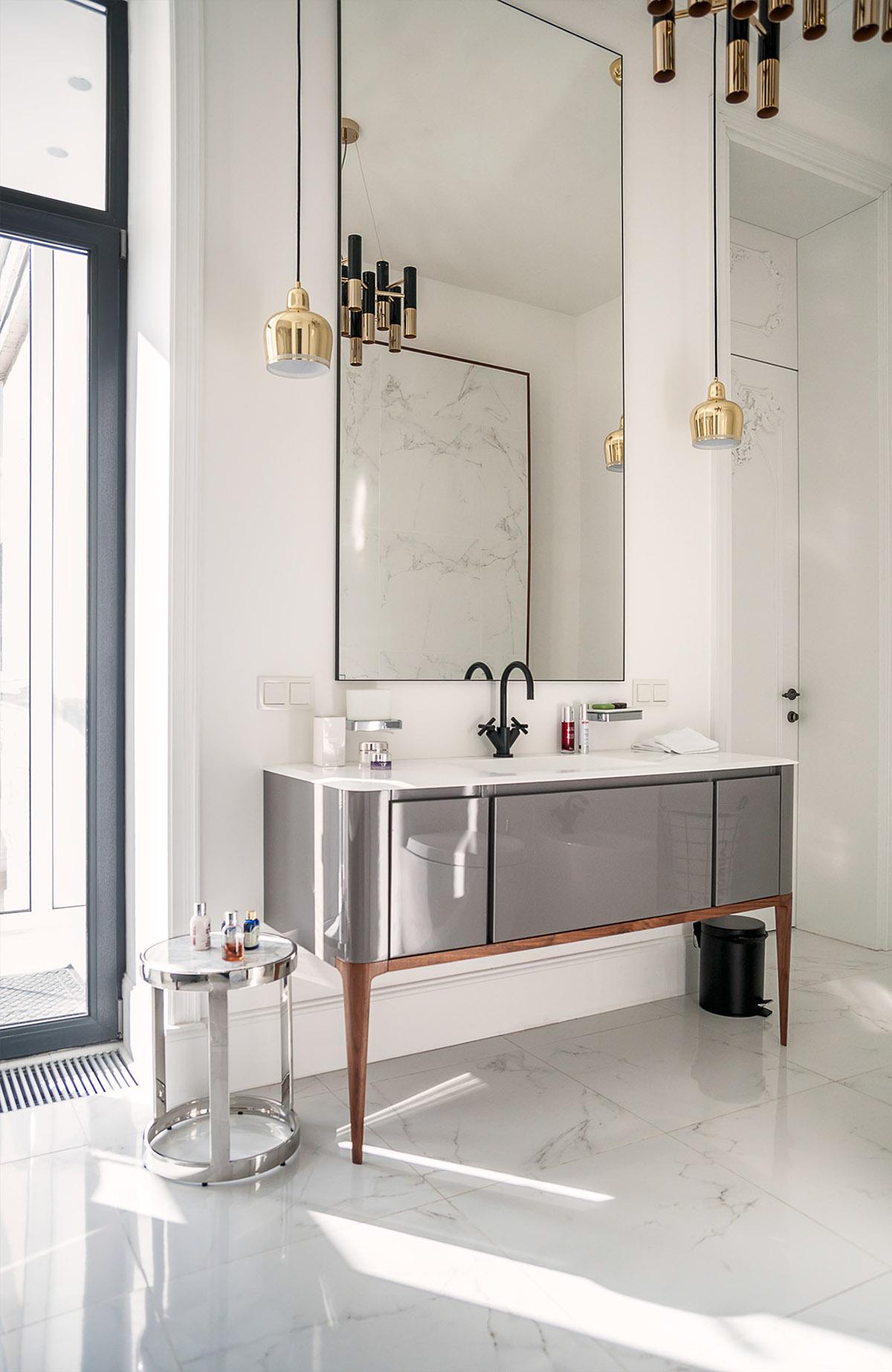 Klassiek chique badkamer door interieurontwerper Alain Makagon