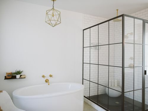 Klassiek chique en industrieel stoere badkamer