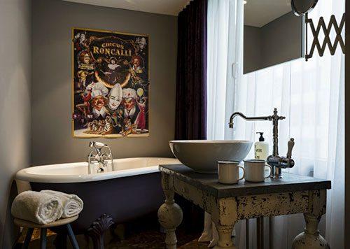 Klassieke badkamer van 25 Hours hotel Wenen