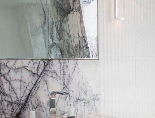 Klassieke badkamer met dramatische look
