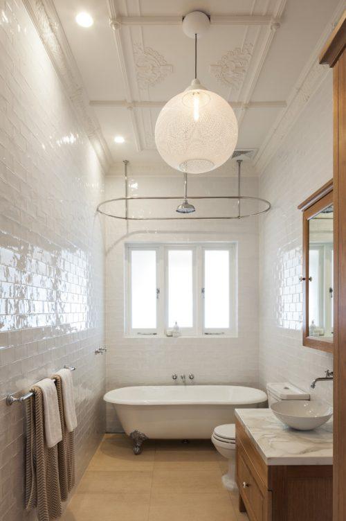 Klassieke badkamer met hoog plafond badkamers voorbeelden - Gemeubleerde salle de bains ontwerp ...