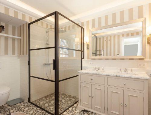 Klassieke badkamer met een industrieel tintje