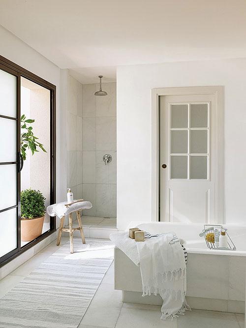Klassieke badkamer van Spaans zomerhuis - Badkamers voorbeelden