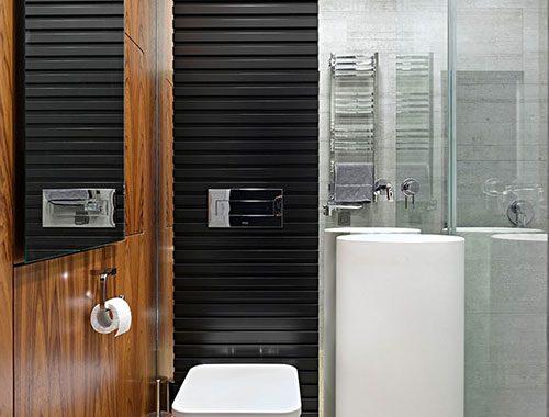 Spiegelwand in een kleine badkamer badkamers voorbeelden - Badkamer klein gebied m ...