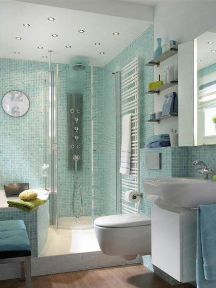 Kleine badkamer met bad en aparte douche - Badkamers voorbeelden