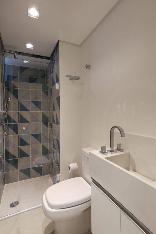 Kleine badkamer met betonstuc en patroontegels badkamers voorbeelden - Kleine betegelde badkamer ...